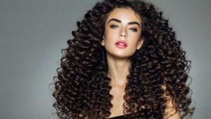 como-hacer-peinados-para-pelo-rizado